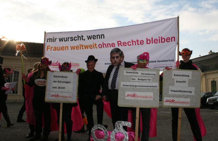 wide-women-laxenburg01